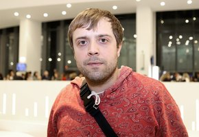 «Мой любимый собеседник»: актер «Интернов» Александр Ильин выложил фото с полуторагодовалым сыном