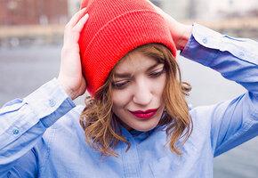Как носить шапку-бини с разными видами причесок