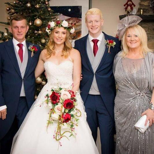 Клэр Ховард с детьми на свадьбе