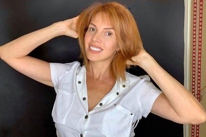«Трусики сидят идеально»: 53-летняя Наталья Штурм провела уборку внижнем белье