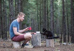 «Хвост на колесах»: парень продал все имущество и третий год путешествует со своей кошкой