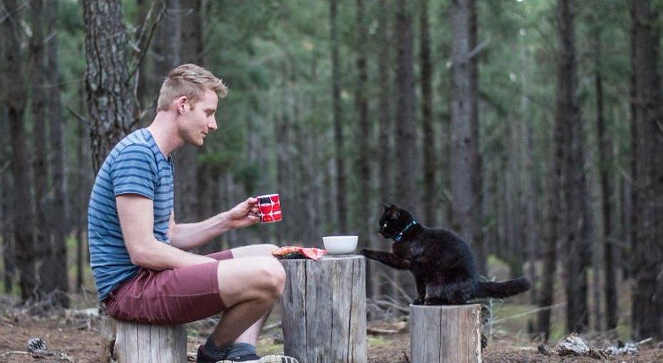 «Хвост наколесах»: парень продал все имущество итретий год путешествует со своей кошкой