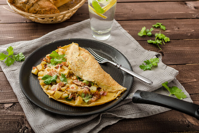 Омлеты: синдейкой, скрэмбл, ролл иеще 12 интересных рецептов назавтрак