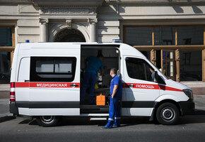 Мест нет: в Омске скорые с сиренами свезли больных к зданию Минздрава