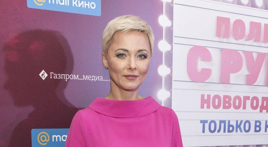 «Блондинка против брюнетки»: Дарья Повереннова предложила поклонникам сравнить два своих образа — вмолодости исейчас