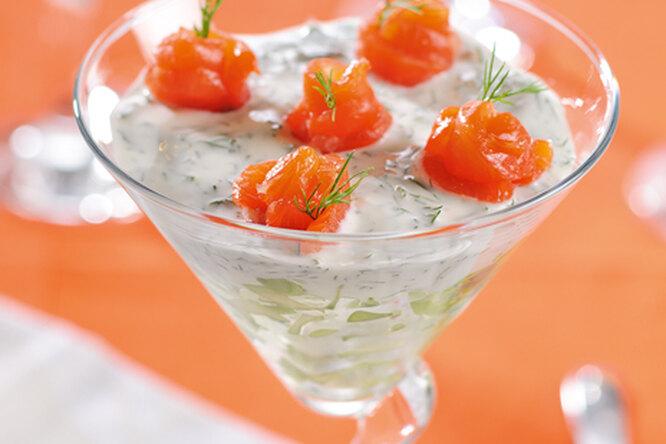 Салат из авокадо с лососем
