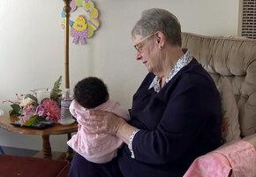 «Эта работа мне дана свыше»: за 34 года женщина вырастила 80 детей