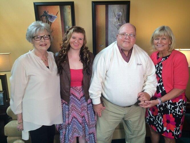 Встреча Морган со своими спасителями в 2016 году. Слева направо: Сэнди, Морган, Гарольд и Кэрол