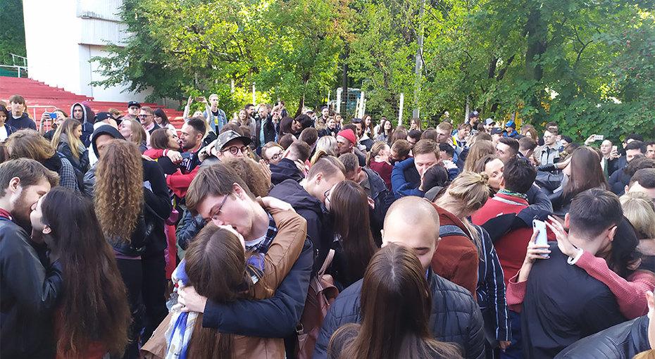 В России зарегистрирован рекорд попоцелуям