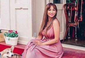 «Голая, услужливая и в наморднике»: Анфиса Чехова выложила необычное фото в бикини