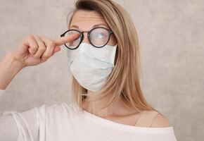 Если потеют очки и давит на уши: как носить маску, чтобы было удобно