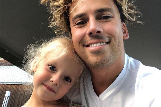 «Дети папу догоняют»: Максим Галкин выложил летнее фото сЛизой иГарри