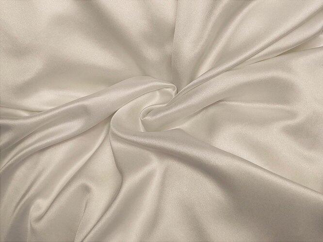 Драпированная белая шелковая ткань