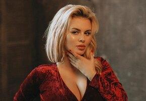 «В девушке важна легкость!» Анна Семенович покрасилась в блондинку (видео)