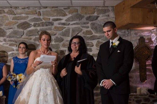На церемонии невеста сделала неожиданное признание бывшей жене исыну жениха