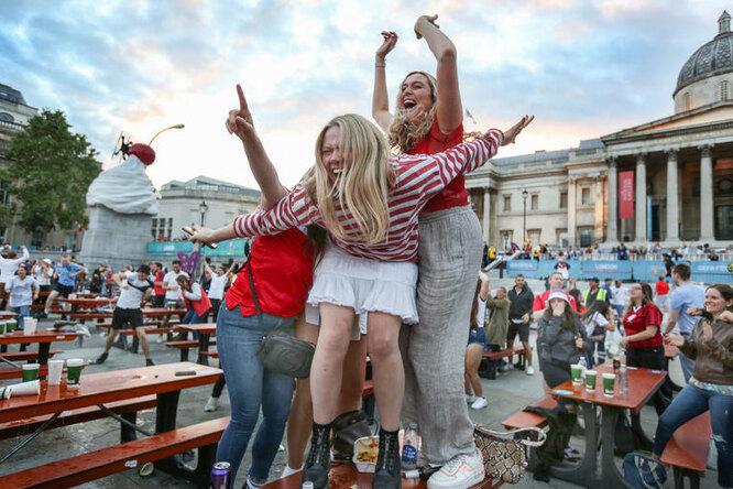 Больна футболом: девушка соврала шефу, чтобы уехать наЕвро-2020, но попалась