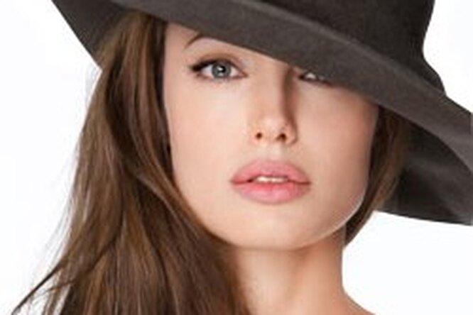 Лицо собложки> Таинственная Анджелина Джоли