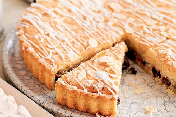 Пирог с джемом и миндалем