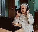 Онлайн-общение может снизить риск деменции — считают ученые
