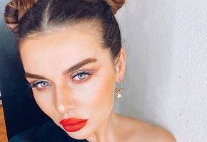 «Плохая девочка»: Анна Седокова выложила снимок в сексуальном комбинезоне