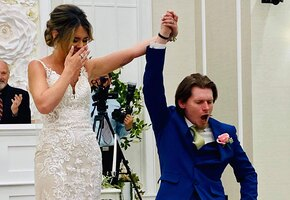 До слез: друзья помогли парализованному жениху исполнить первый танец с невестой