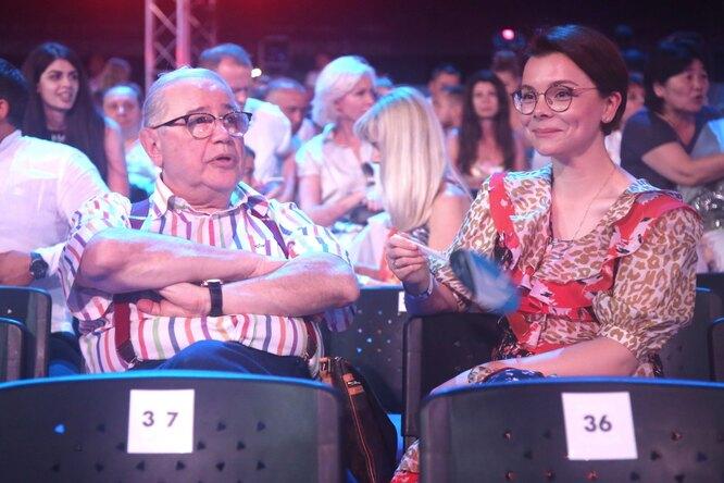 «Красивые, позитивные»: Брухунова показала редкое совместное фото сПетросяном