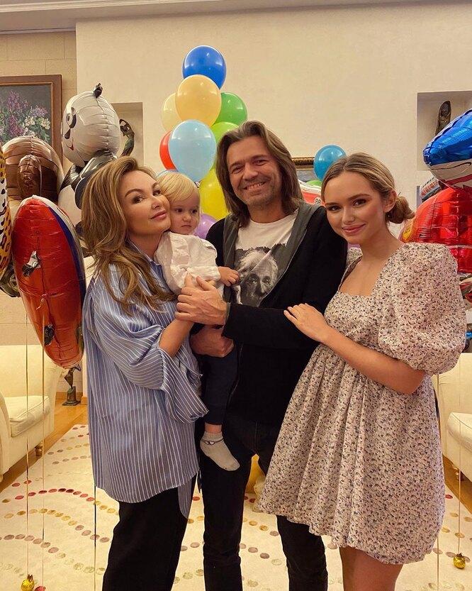 Дмитрий Маликов с женой Еленой, дочерью Стефанией и сыном Марком