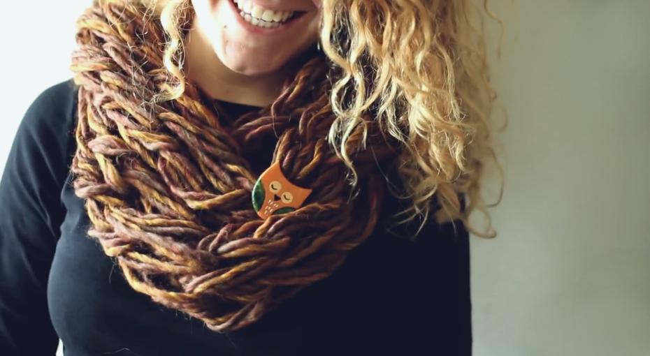 Вяжем шарф без спиц за 20 минут