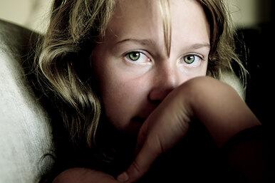 «Он сочиняет». Что делать, если вы подозреваете сексуальное насилие надребенком