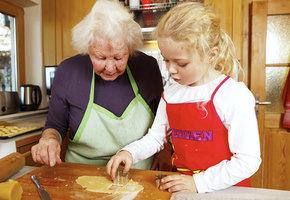 Лайфхаки наших бабушек: какие работают, а какие нет?