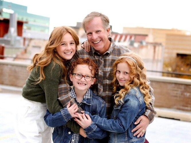 Кейси Скотт с детьми