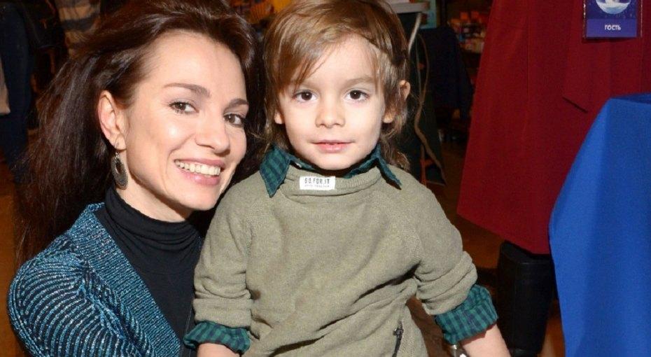 «Он был всё тем же малышом»: Светлана Светикова рассказала, как победила ревность старшего сына кбрату