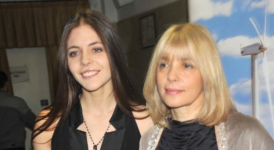 «Два года безмамы»: дочь Веры Глаголевой показала архивное семейное фото