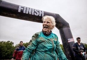Дала жару: 82-летняя женщина дважды прошла сложнейший забег на выживание