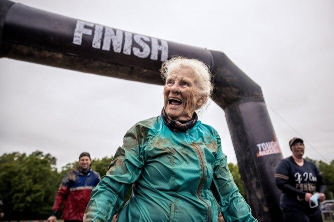 Дала жару: 82-летняя женщина дважды прошла сложнейший забег навыживание
