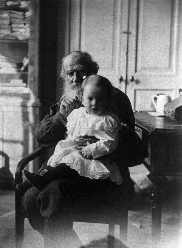 Лев Толстой с внучкой Таней