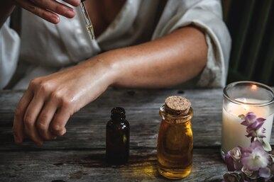 5 полезных свойств касторового масла дляваших волос икожи
