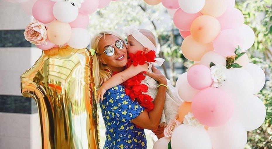 Лера Кудрявцева иИгорь Макаров отметили первый день рождения дочери