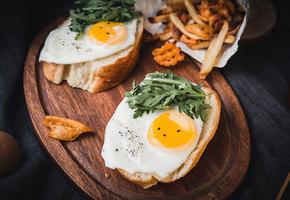 Ваша лучшая яичница: как вкусно приготовить скрэмбл, глазунью, пашот (видео)