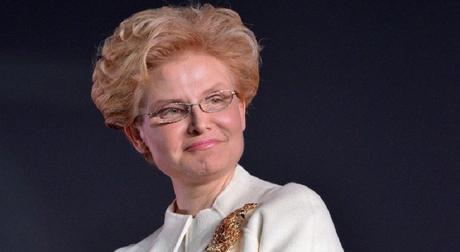 58-летняя Елена Малышева показала редкие фото сбратом-близнецом