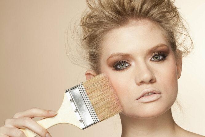 После этой инструкции вы обязательно научитесь делать макияж (или откажетесь отэтой идеи)