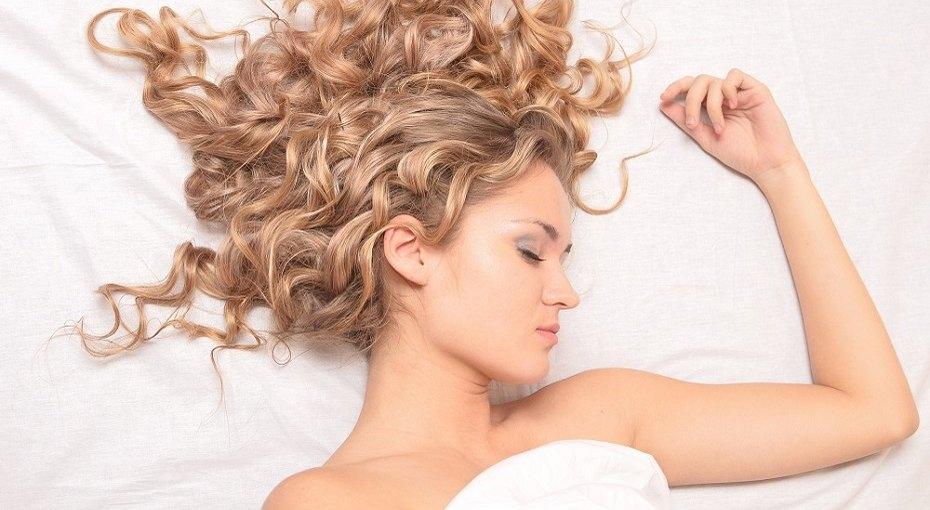 Очень вредные ночные привычки, которые портят наши волосы - сильнее, чем курение исолнце