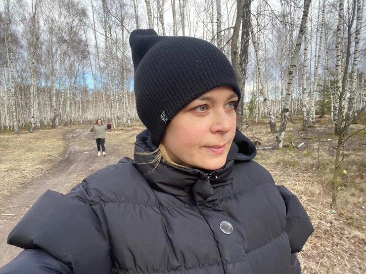 Ирина Пегова напрогулке