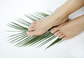 Потеют ноги: простые советы, которые помогут справиться с деликатной проблемой