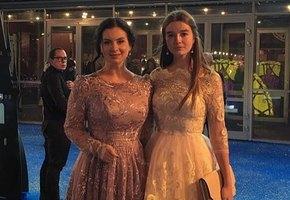 Екатерина Стриженова и ее 15-летняя дочь поразили сказочными нарядами на мюзикле «Золушка»