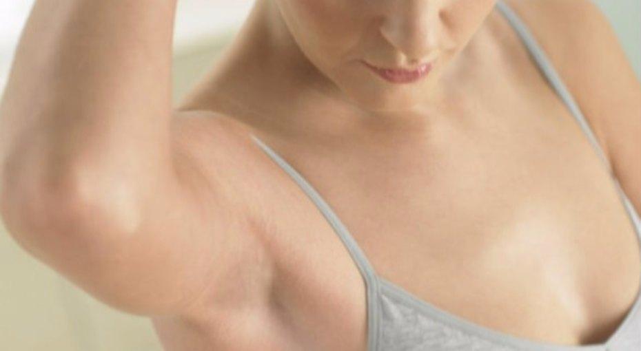 Как избавиться отбелых пятен дезодоранта наодежде