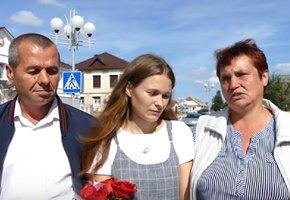 Четырехлетняя девочка потерялась в электричке. Через 20 лет она нашла родителей в Беларуси и встретилась с ними (видео)