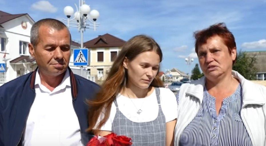 Четырехлетняя девочка потерялась вэлектричке. Через20 лет она нашла родителей вБеларуси ивстретилась сними (видео)