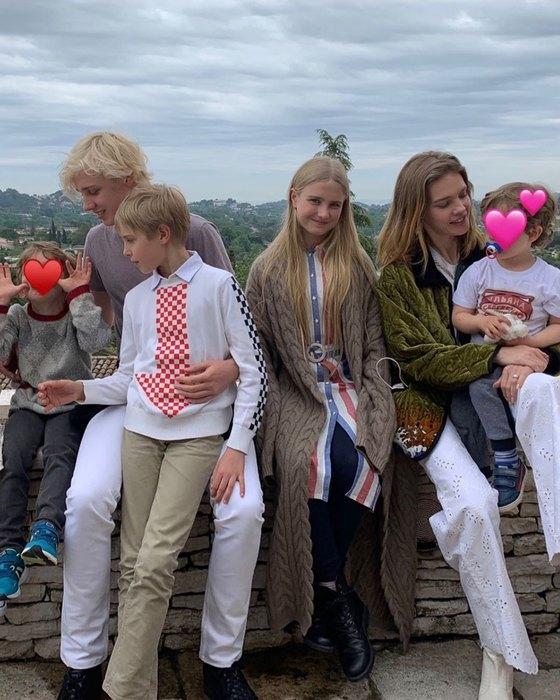 Наталья Водянова со всеми детьми фото