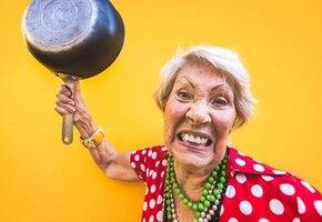 Отомстила за внука: пенсионерка избила назойливого коллектора